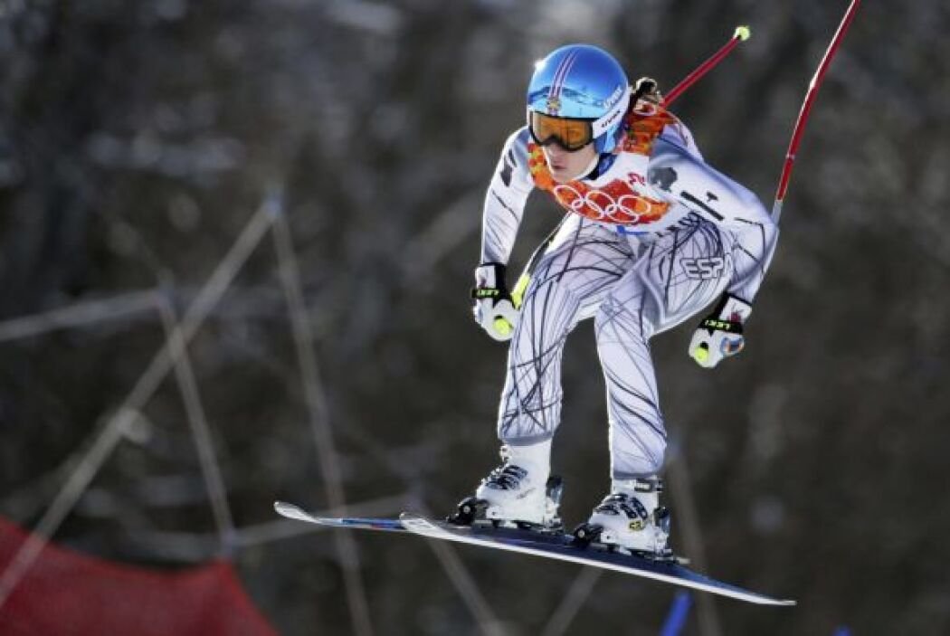 La esquiadora española Carolina Ruiz Castillo participa en una sesión de...