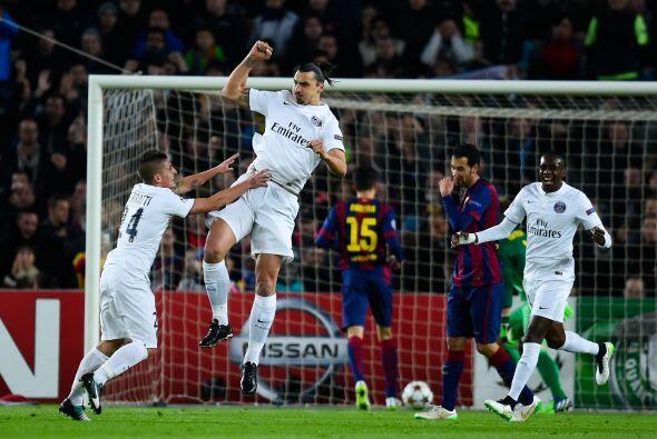 Durante los primeros minutos el Barcelona intentó acorralar el PS...