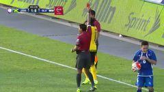 Expulsión!!! Darren Mattocks recibe la segunda amarilla y se va del juego