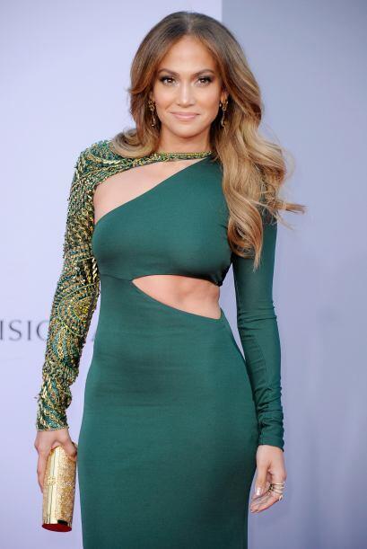 El vestido verde esmeralda y la manga dorada hacían que Jennifer Lopez s...