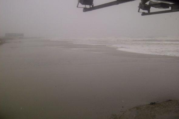 El condado de Atlantic reportaba agua a la altura de cinco pies en algun...