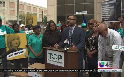 Un grupo de activistas exige la renuncia de la fiscal del condado de Harris