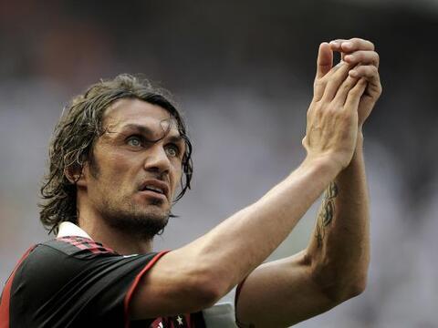 Otro italiano Paolo Maldini debutó, se consagró y se retir...