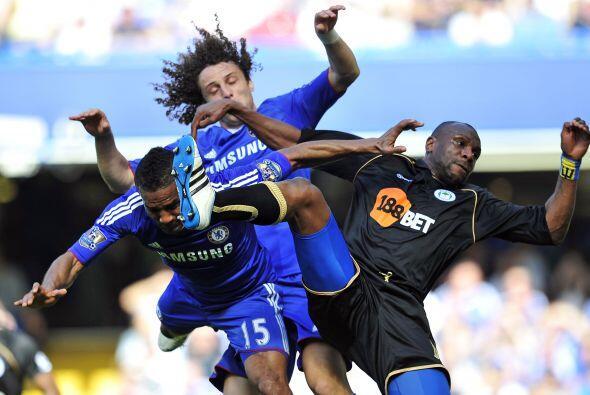 Uuuuuuuuuu me duele a mi. David Luiz y Malouda, del Chelsea, pelearon ha...