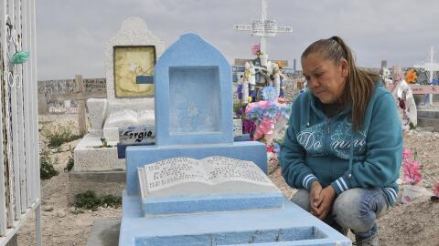 La madre de Sergio Hernández, muerto por disparos de un agente fronteriz...