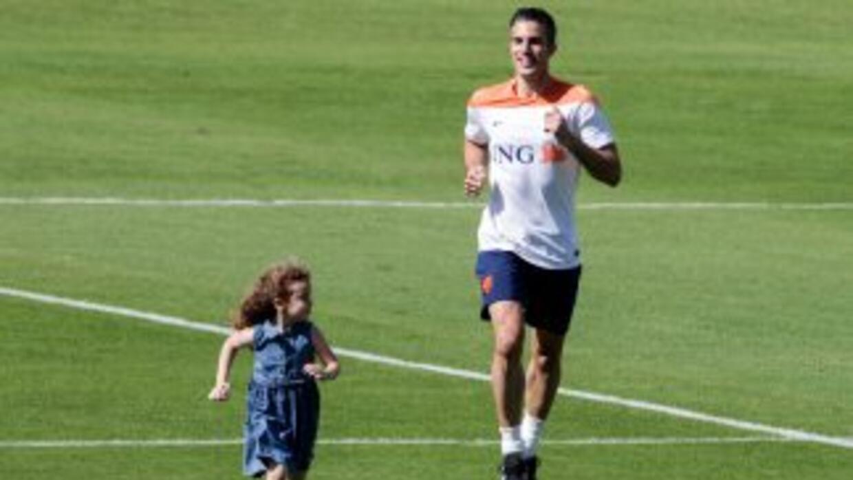 Robin van Persie luce felíz en los entrenamientos de Holanda.