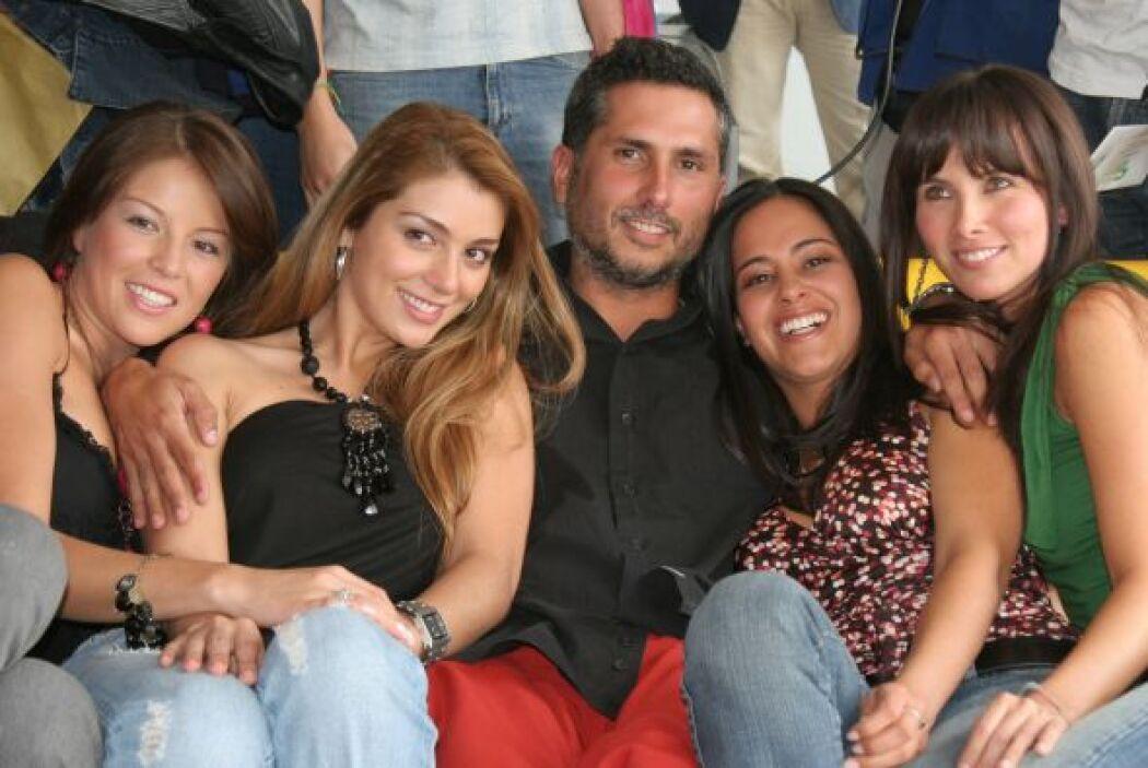 Marlon Moreno da vida a El Títi. Siempre está bien rodeado de voluptuosa...