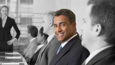 Ejecutivos de origen hispano buscan colocar más latinos en posiciones cl...