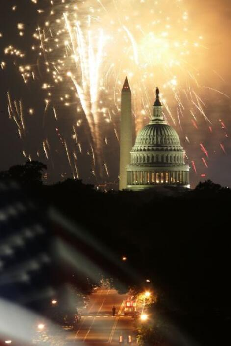 El National Mall, los monumentos de Washington DC y el Capitolio de fond...