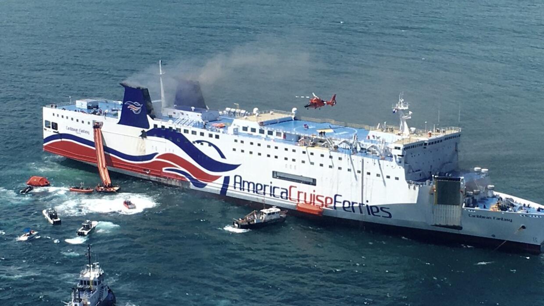 Incendio del ferry Caribbean Fantasy en San Juan.