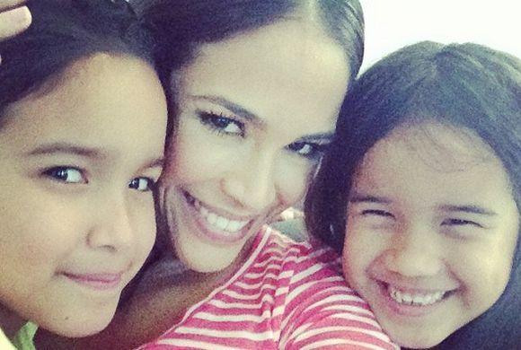 Karla Martínez en una mami ejemplar y disfruta cada instante que pasa co...