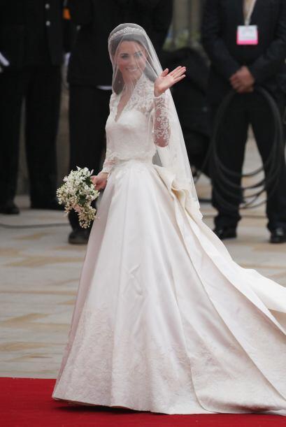 Mucho se especuló sobre el diseñador que eligiría la novia y el honor fu...