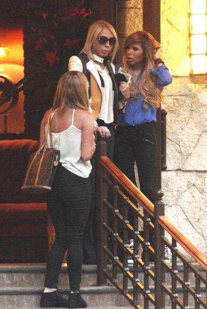 Laura Bozzo y su hija Alejandra salen de comer en un restaurante de la C...