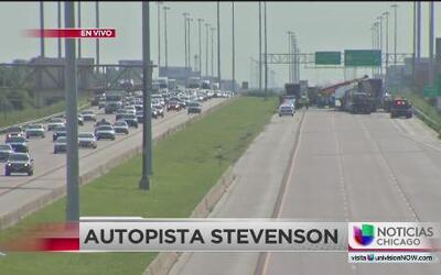 Caos en autopista Stevenson por cierre de carriles