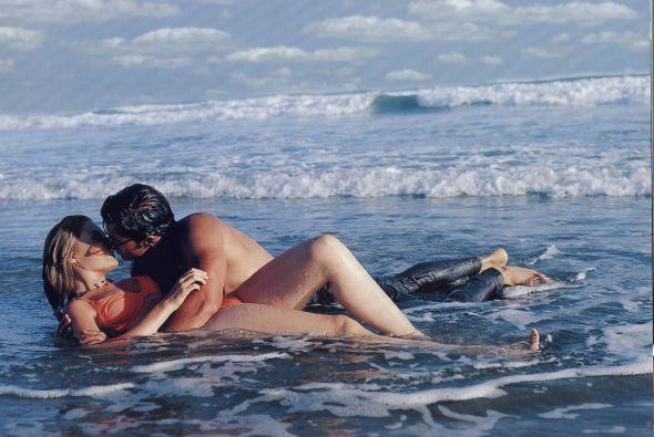 """Lisette Morelos y Eduardo Verástegui tenían escenas candentes en """"Alma R..."""