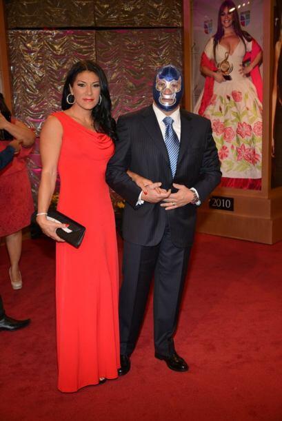 Blue Demon asistió con su esposa. Él es uno de los confirmados a la gira...