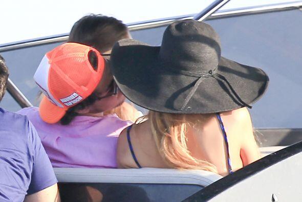 ¿Se besaron? Pues parecería, pero no fue así, sólo se hablaban muy cerqu...