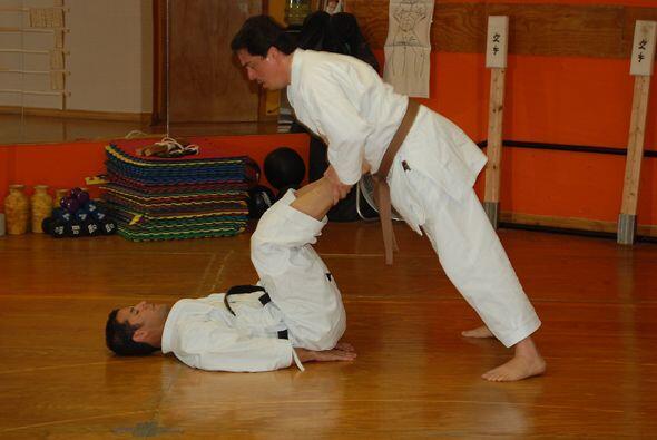 El Sensei Guánchez lleva más de diez años de experiencia en el kárate do.