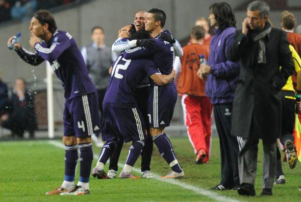 El luso se destapó con dos goles y previamente Álvaro Arbeloa puso otro...