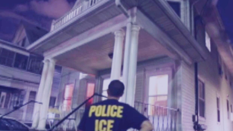 Esto es lo que debes de hacer si un agente de inmigración llega a tu casa