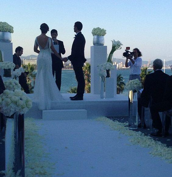 Los novios, Satcha y Aaron en el altar.