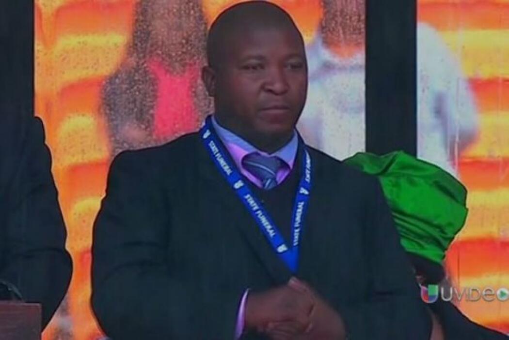 Y otro de los escándalos durante la ceremonia de Nelson Mandela fue el q...