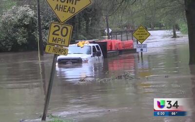 Lluvias intensas generan inundaciones y dejan a varias personas atrapadas