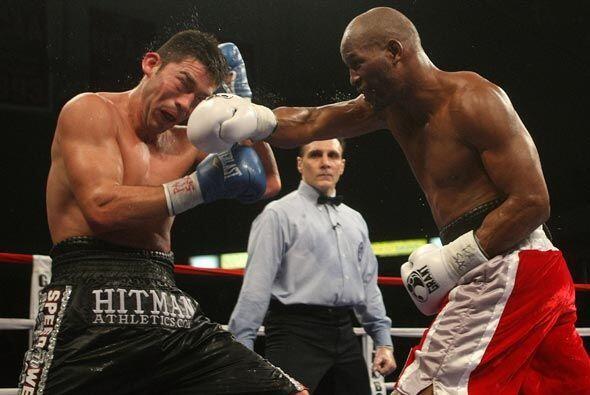 Hopkins, de 44 años, demostró estar en gran forma atlética y boxística.
