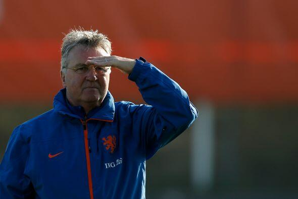 La Oranje ahora es dirigida por Guus Hiddink quien vuelve al timó...