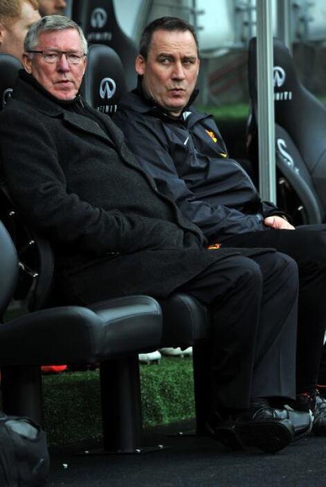 El entrenador Sir Alex Ferguson veía con detenimiento el juego y ni el g...