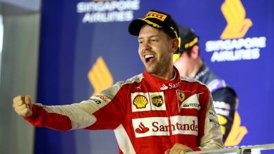 Sebastian Vettel en el podio de Singapur.