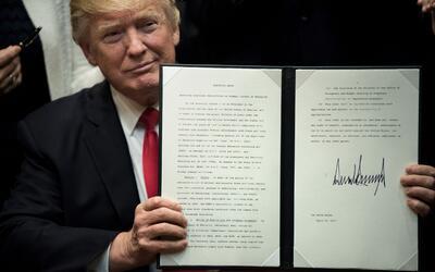 El presidente Trump ha firmado un récord de órdenes ejecut...