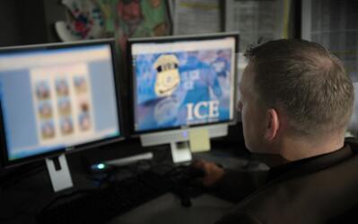 Las autoridades rastrearon al sospechoso por internet.