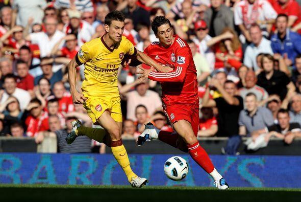 Torres demostró un gran esfuerzo físico y peleó cada pelota que había ce...