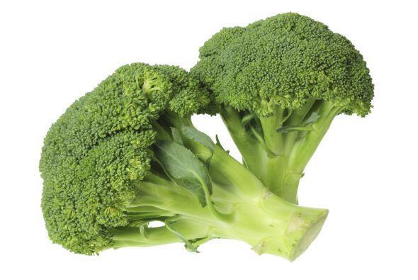 Brócoli con salsa de queso. Licúa la salsa de queso con el...
