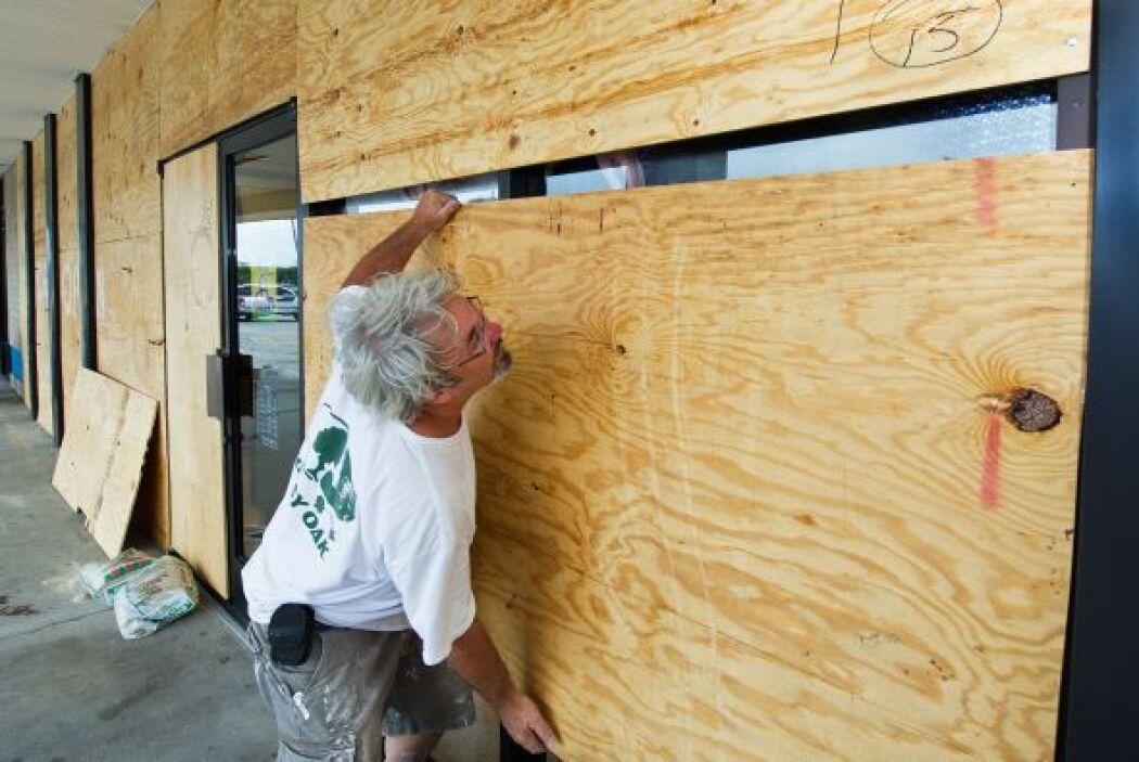"""Según los últimos datos, """"Earl es un huracán"""", explicó John Parker, del..."""