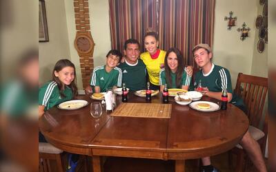 Orgulloso de ser: Ximena aprendió a jugar fútbol con la familia Prieto