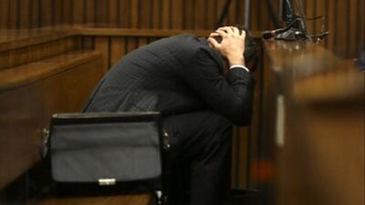 Pistorius vomita en corte durante testimonio de autopsia de Reeva Steenkamp