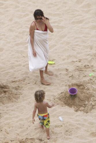 Se cubrió con una toalla. Mira aquí los videos más chismosos.