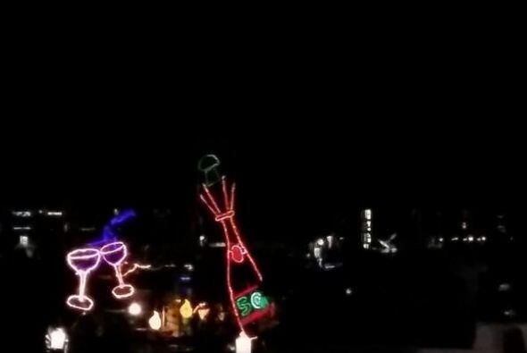 El espíritu navideño hace alarde en varias comunidades de California...