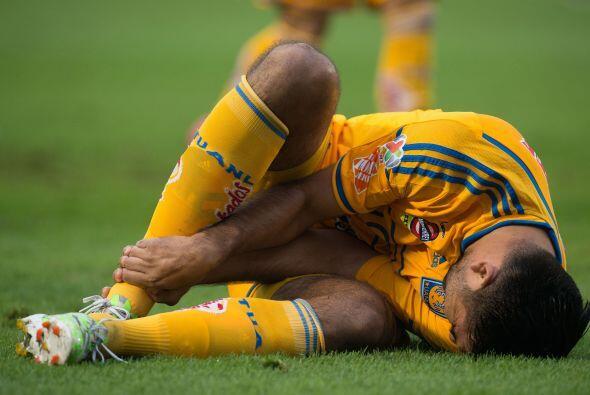 En los primeros minutos del partido, el choricero Jordan Silva se salvó...
