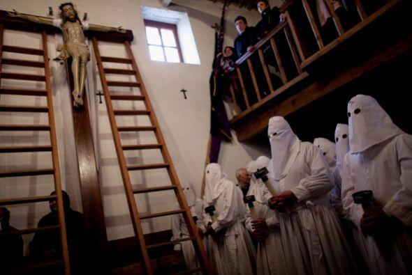 Se trata de los penitentes de Zamora, España.