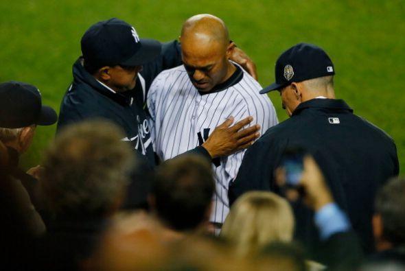 Todos los compañeros fueron a consolar a Rivera.