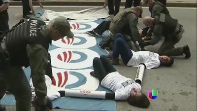 Protestas ante la llegada de Obama a Chicago