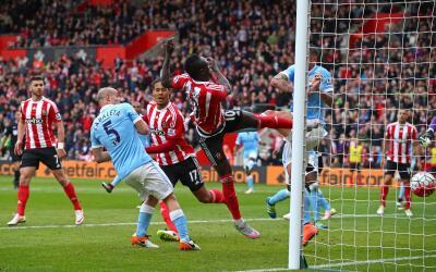Mané y Southampton golean al Man-City