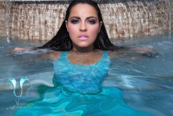 La cantante mexicana realizó una sexy sesión de fotos bajo...
