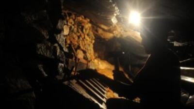 Al menos cinco mineros murieron y otros 32 estarían sepultados dentro de...