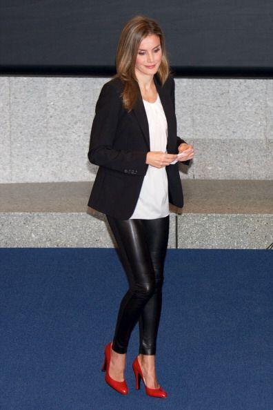 ¡El 'leather' también está presente en la moda real! Wow con esos 'leggi...