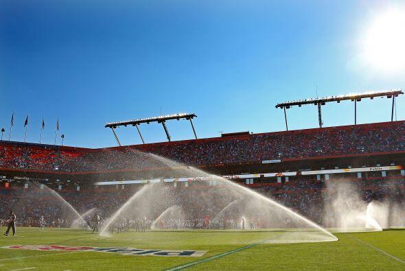 Lo curioso del partido: El sistema de riego en el sun Life Stadium se en...