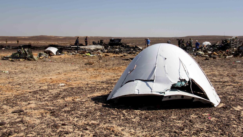 Los escombros de un avión ruso con destino a San Petersburgo, Rusia.